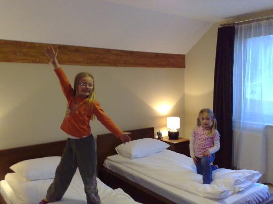 Neohotel Airport: 2nd twin bedroom