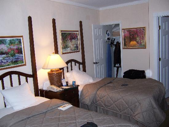 Comfort Inn Carmel By The Sea: Room 63 - Small but absolutely fine