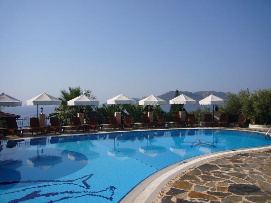 هادريان هوتل: the pool