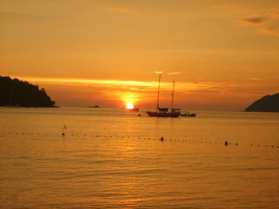 The Lanai Langkawi Beach Resort: The sunset as seen from the beach bar