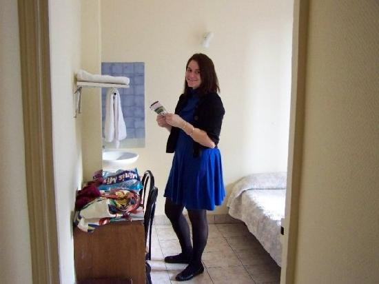 Hipotel Paris Atlas : see how small the room is...this is a double!