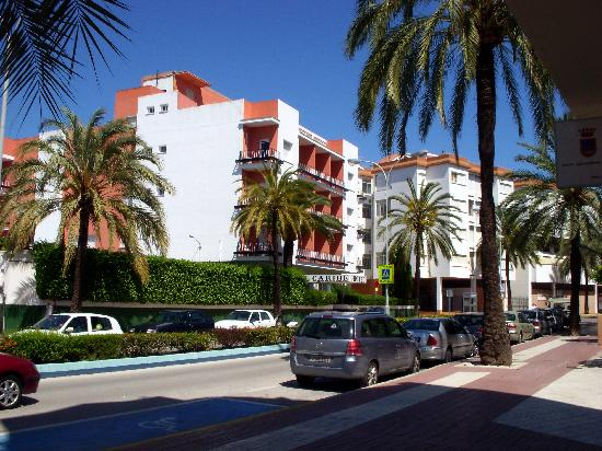 Hotel Caribe Rota: Hotel Caribe from the street in front