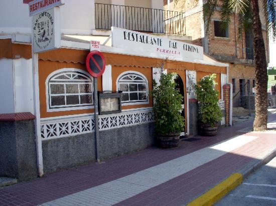 Hotel Caribe Rota: Excellent and fun neighborhood restaurant