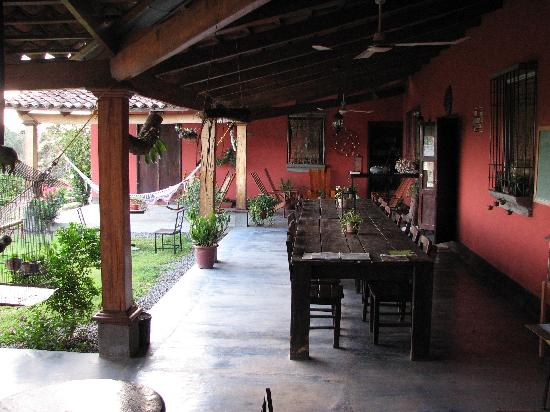 Curubande, Costa Rica: Giant table for all meals together with the other guests