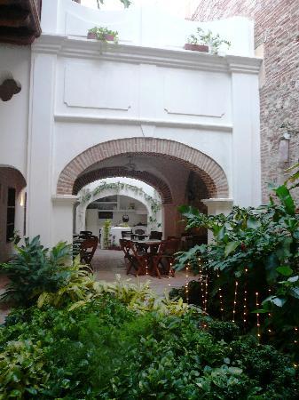 Alfiz Hotel: Courtyard
