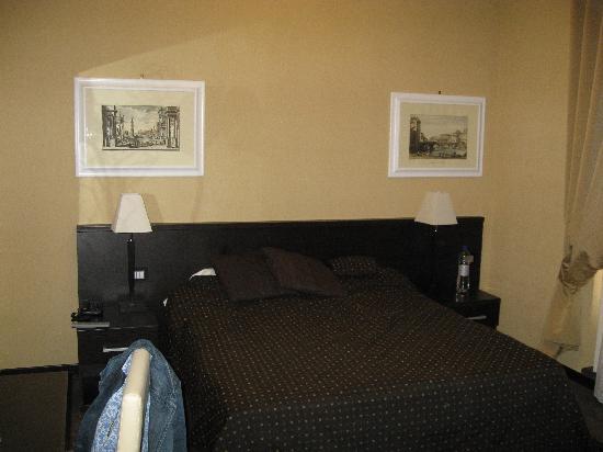 Hotel Latinum: Room