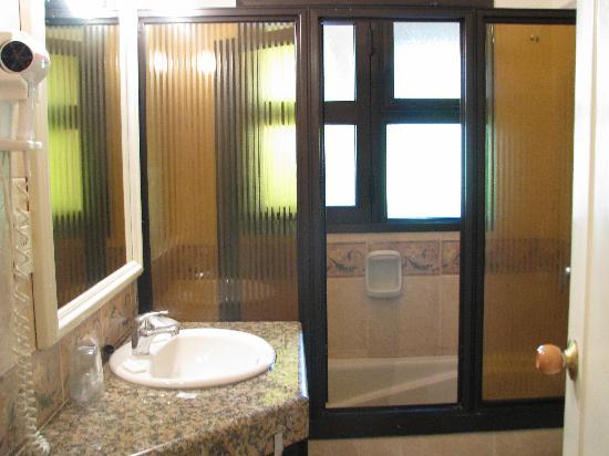 هوتيل إيتاليانو: bathroom