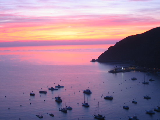 Остров Каталина, Калифорния: Catalina Island Harbor at dawn from the Zane Grey Hotel