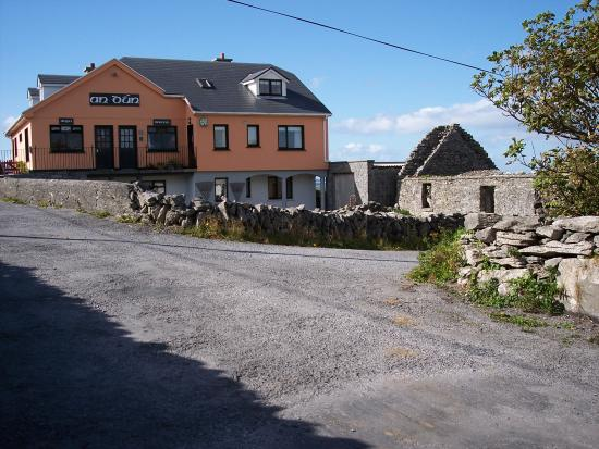 Inishmann, Irland: An Dun B&B on Inis Meain