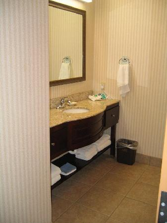 Inn on Barons Creek: king suite bathroom
