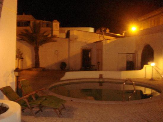 Casa de Estoi: Pool at night
