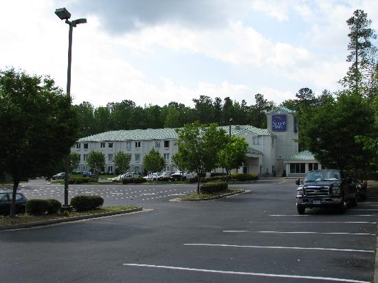 Sleep Inn: Landscaped parking, and motel well back from the main road