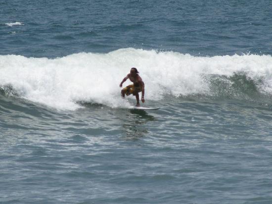 El Tunco, السلفادور: more surfers