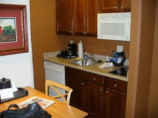 Homewood Suites by Hilton @ The Waterfront: Kitchen area