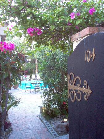 Villa Royale Inn: Room door