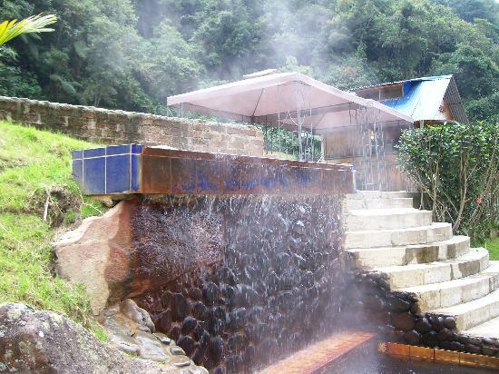 Ciudad victoria mall picture of pereira risaralda for Agua piscina