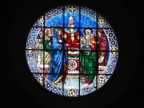Cattedrale di San Lorenzo - Duomo di Genova : Stained glass in the Duomo