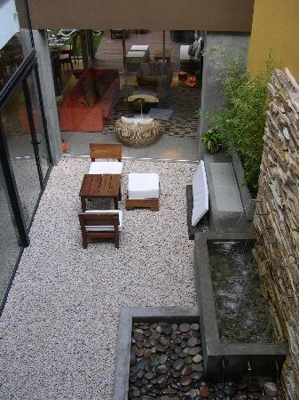 Mine Hotel Boutique: Hotel courtyard