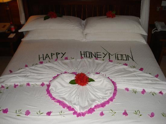 Kuramathi Maldives: our bed decorated on last night