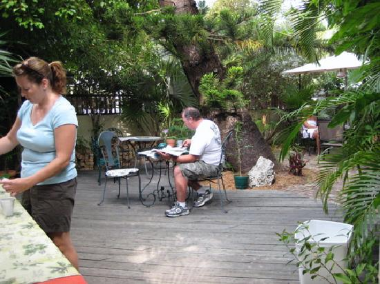 Authors Key West Guesthouse: Continental breakfast on the patio
