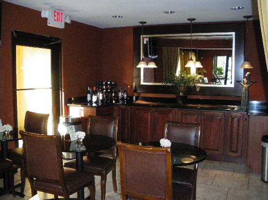 Inn at Mulberry Grove: Breakfast Area