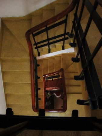 Hong Han Hotel: A view of the stairs.