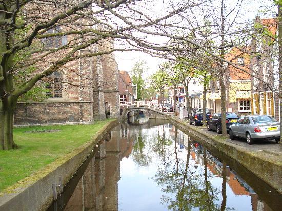 Hotel de Emauspoort : Street/Canal