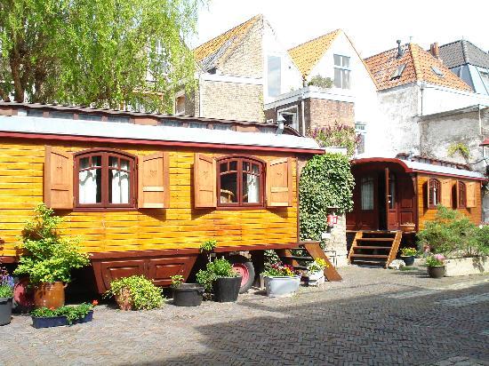 Hotel de Emauspoort : Caravan