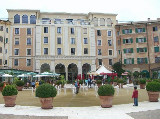 "Hotel ""Colosseo"" Europa-Park: hotel yard 4"