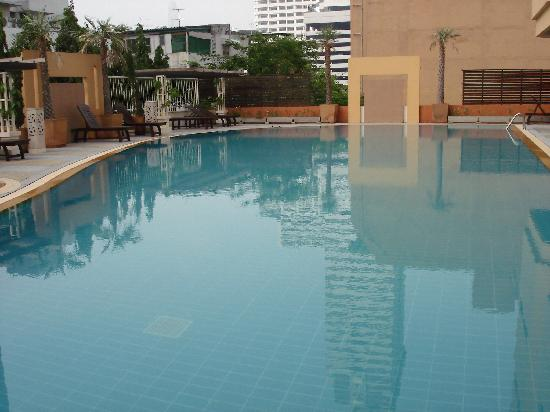 Abloom Exclusive Serviced Apartments: Swimming Pool
