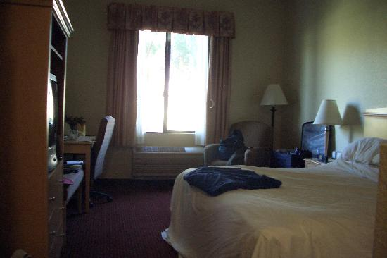 Holiday Inn Express Cathedral City (Palm Springs): Extra space at far end for wheelchair