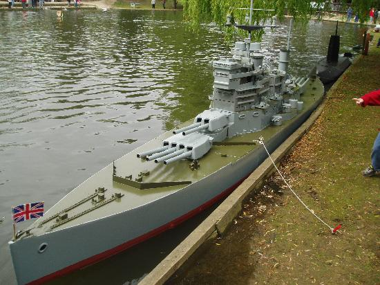 Reading, UK: Model Boat Day at Beale Park 2007