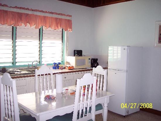 Coral Seas Garden: Full Kitchen
