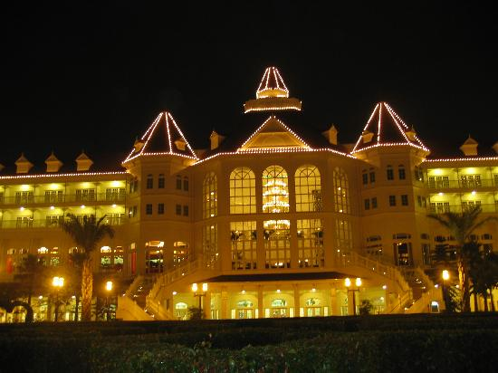 Hong Kong Disneyland Hotel Photo