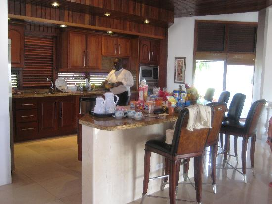Sheriva Villa Hotel: Chef Santiago in kitchen