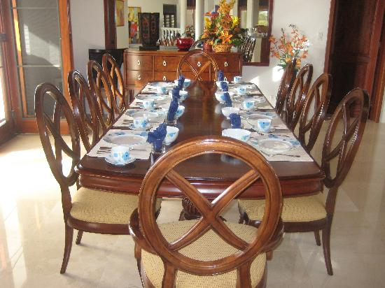 Sheriva Villa Hotel: table set for breakfast