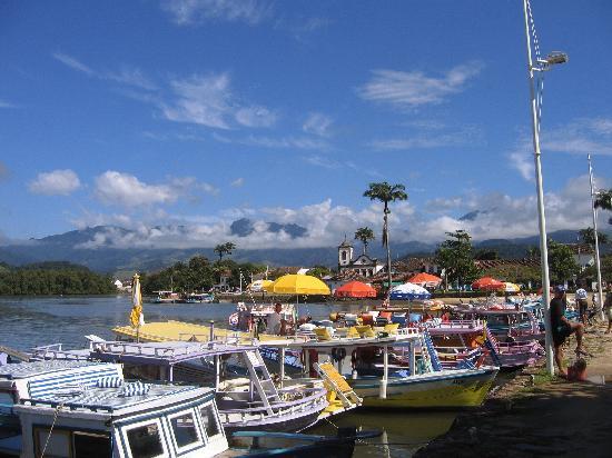 Pousada Guarana: view of Paraty with sightseeing boats and Santa Rita church