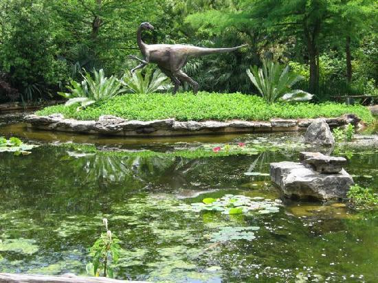 Zilker Botanical Garden: Dinosaur sculpture in prehistoric garden