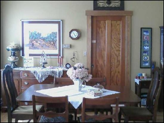 Korner Kottage Bed & Breakfast: Dining Room