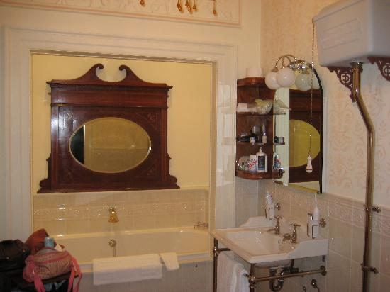 Radford House Bed and Breakfast : Bathroom