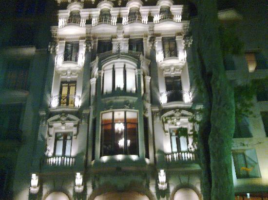 Hotel Glories: Beautiful Building