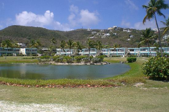 Crystal Cove Beach Resort on Sapphire Bay: Walking to the condos from the beach