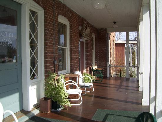 Waterville Historic Hotel: Front porch