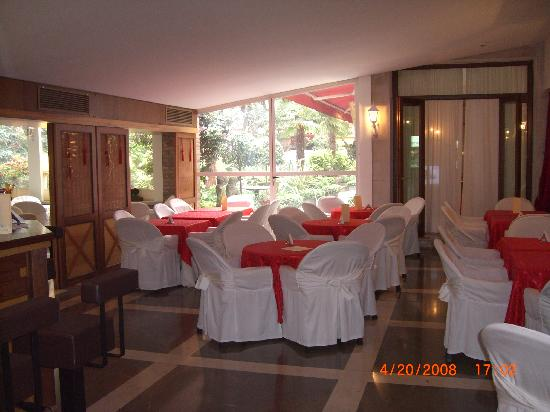 Amadeus Hotel: Breakfast room