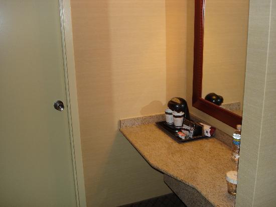 Doubletree Hotel Atlanta/North Druid Hills: Coffee Area