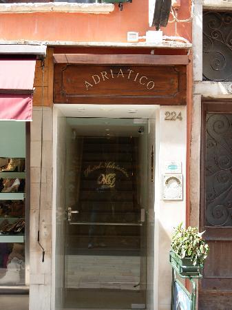 Hotel Adriatico: entrata
