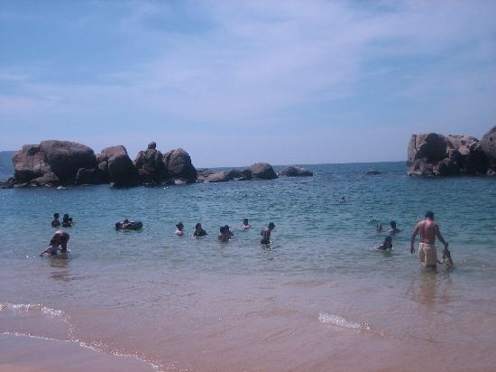 Playa Condesa: Towards rock formation