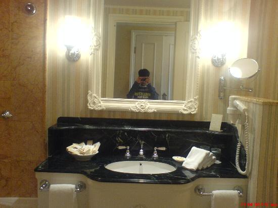 Hong Kong Disneyland Hotel: room