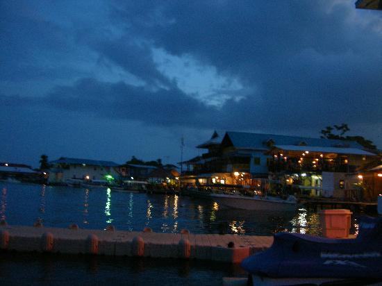 Bocas Town, Panama: pueblo de bocas nocturno