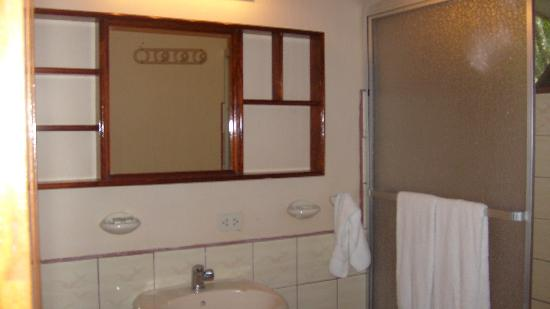 Hotel La Garza Room Bathroom